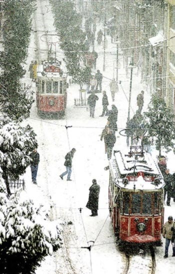 A snowy day in… Istanbul, Turkey! I know it snows in Istanbul, but I always have a hard time picturing it as anything but warm. (via istanbul foto istanbul photo istanbulun resimleri)