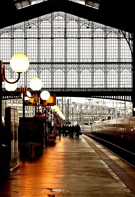 bella-illusione:  Gare du Nord.