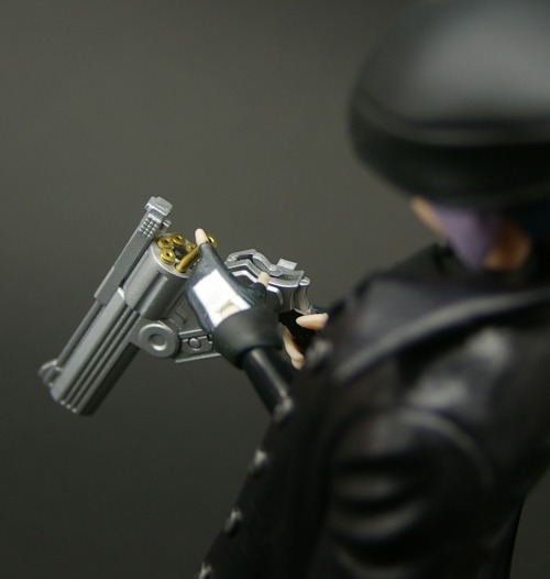 Shinki sized break open revolver. (via / KU_MA try enabling revolver loaded with MSG [fg])