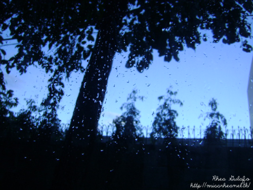 Rainy afternoon *o* Nothing much to blog right now. And uhm, my Suki Day Bazaar experience would be up next! I still need to make a photoset kasi so that the photos will not be as heavy as the usual uploads I share. Hihi :3 Anyhoo, here's my day in bullets :33 Woke up at around 5:30 am. Leaved our house for about 6:30 am. Then, arrived around 6:58 am. 2 mins. left, then I would be late! Huhuhu :( I'm that a good girl at school. Lolololjk. (First day na first day of 3rd quarter, then onti na lang late na ko. Whuuuut. Hohoho. I sleep kasi last night around 11:30-12:00. *Because I can't sleep! :<*) Had our rosary prayer, get things on our locker and finally start the class out. Hours had passed and viola! It's recess time :D Didn't ate too much tho because my classmate named Paulo had this celebration thingy for the Mr. and Ms. Siena Pagent. He treated us with 2 boxes of 16-inch pizzas from Pizza Hut! Woohoo. *u*  Then our chemistry class went to a talk show /  'chizmax hour' / free time, etc.  —-AND THE PARTY STARTED. YAY!—- Then we had our Afternoon Assembly. :D Then… Filipino time! Then next is AP time! So, hello antok. Huhuhu :( I'm so baaad. And yeaaah, hours had passed again like yeah. (Lol, it's like a line of the song. The one with so many 'yeahs'. Hahaha.) Then dismissal! Favorite part of the day. >:) Hmm, we were dismissed around 4:40 pm. But I went home around 5:40 pm, I think. We were making tambay at the corridor for 1 hour. Lol. But uhm honestly, we were waiting for our some other friends. Because they were called on a one particular meeting regarding about the mentors' day. (Ask me on my ask box if you are exciting to know what's that for! Hee :3) But uhm finally, I ended up going home with Christina before my other friends arrived :)) It was late already na kasi and I was rushing home too because of the PBB Unli Day, but sadly… I wasn't able to watch it. :(