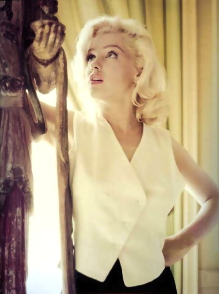 hollyhocksandtulips:  Marilyn  one beautiful lady!