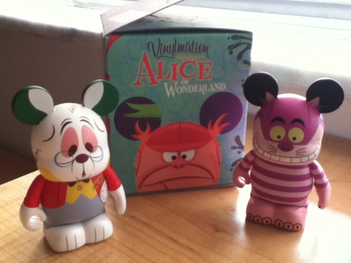 vinylmationlove:  Cheshire Cat & White Rabbit (Alice in Wonderland Series)