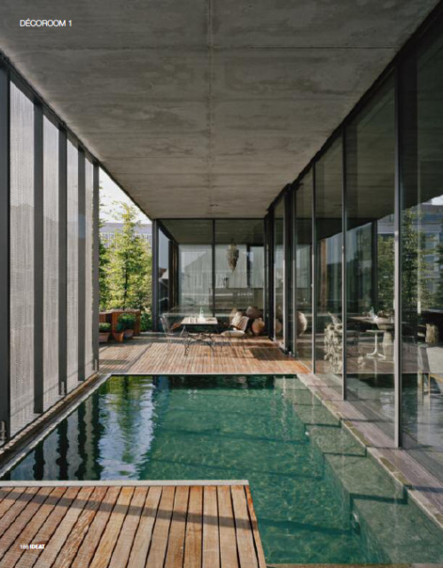 amazing integration between indoor&outdoor: water and glass for this cool home-pool (from ideat magazine)