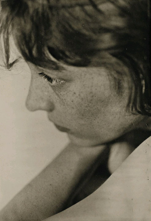 chagalov:  Berenice Abbott, New York, ca 1930 -by Walker Evans   [+] from PdP With thanks to chagalov.