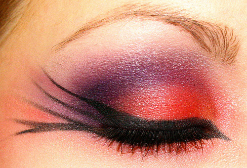 eye-make-up:  It's a bird!