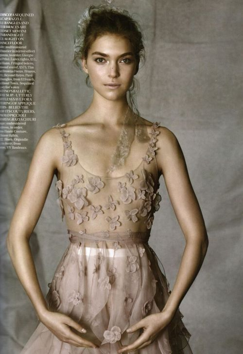 fuckyeahvintagediary:  Arizona Muse by Patrick Demarchelier for UK Vogue June 2011