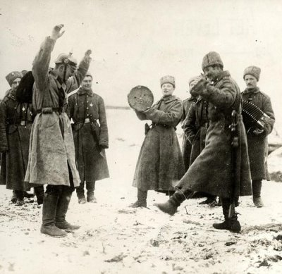 glukauf:  Russian soldiers teaching the German prisoners of war the cossack dance, at the Eastern Front in 1915.