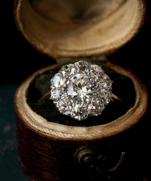 Dear future fiance, this is the type of engagement ring I want.
