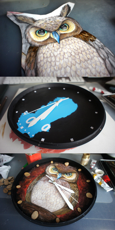 It has been a while since I customized a clock. This is the result. Twice a year our school has a day when they open their doors for non-students in the hope to get people sign in for next year. As third year illustration students we are responsible to represent the illustration department and we must decorate a classroom. Together we decided we want to create a living room with all kinds of furniture and decoration filled with illustration. All are combined under one theme; deadline stress. A common good for illustrators. Working long past bed time when the deadline is coming closer. For that reason I choose an owl, watching over time during the night. It also fits our color pallet for the entire room which concludes reds and brown colors.