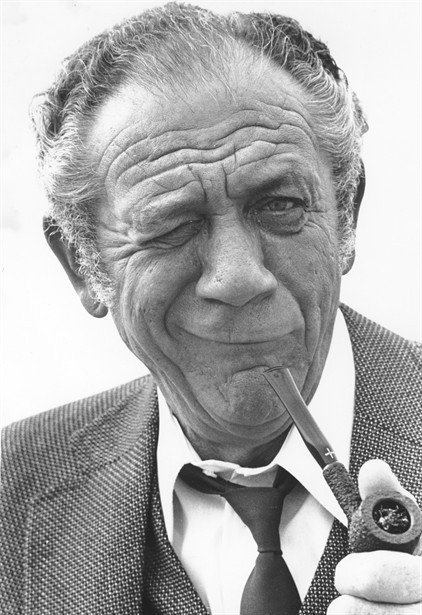 buttondownmoda:  Sid James.