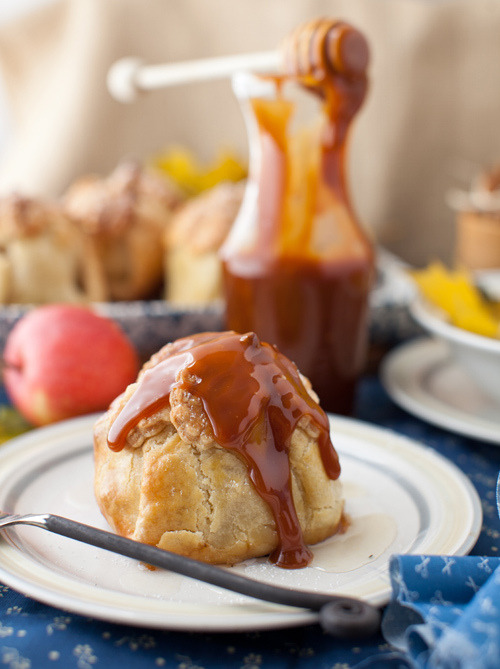 Apple Dumplings Stuffed with Dry Fruits and served with Homemade Caramel Sauce Recipe