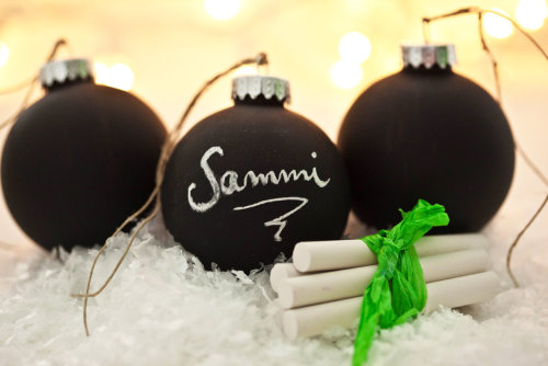 waltzingmatildablog:  Chalkboard ornaments! Such a great idea.