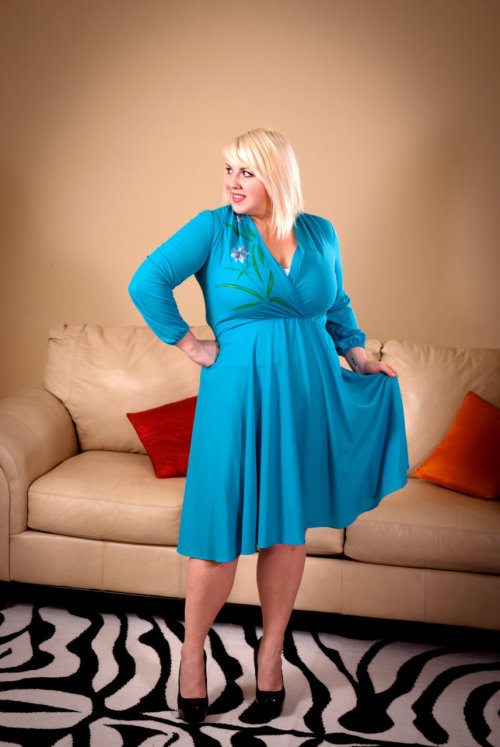 Curvy gals love vintage too!New little number on TOH. Feel free to follow and ask me all!