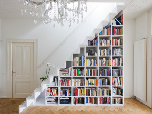 This bookshelf is amazing. Check out the QualitySmith blog for more photos like this one, plus some tips on how to renovate your home in style: http://www.qualitysmith.com/blog micasaessucasa:  Overtoom Staircase by Marc Koehler Architecture