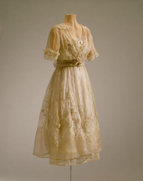 Afternoon dress by Lucile, 1919-20, Hillwood Estate So I actually wasn't aware of Lucile before recently but I love her and I wish I could find more of her work