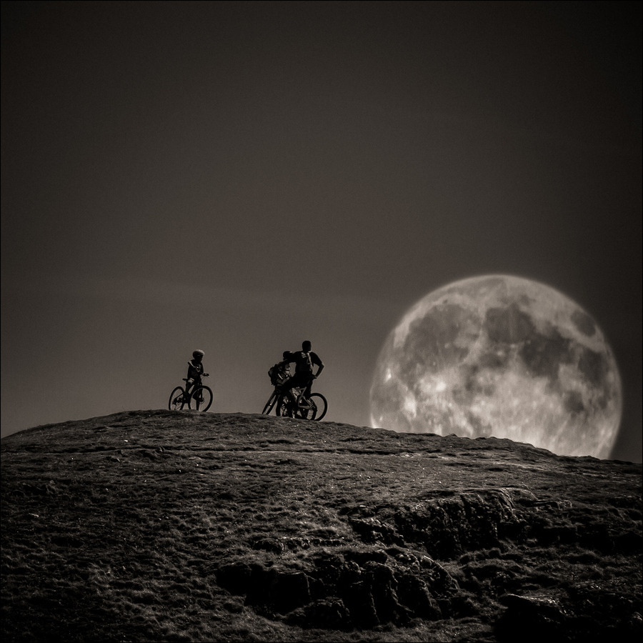 to the moooooooooooooon madaeli26:  by Frederic Baque