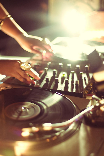 richhgiiirl:  turntables»