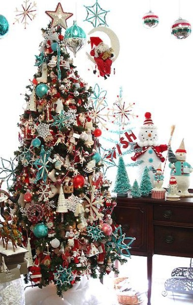 Beautiful blue and red Christmas decor….