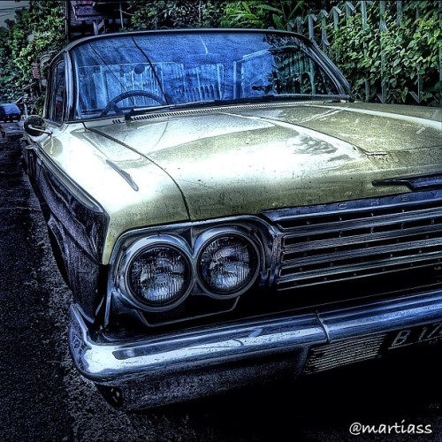 martiass:  The Old Chevrolet 🚕✨ #oldcar #oldschool #car #vintage #classic #chevrolet #instamood #popularpage #street #streetphotography #photooftheday #statigram #webstagram #instagram #beautiful #colors #hdr #iphoneography #iphoneonly #iphonesia #igers #instagood #instago #popmeth #hdriphoneographer  (Taken with instagram)  em.. dipondok kelapa bukan itu? kayak mobilnya sodara gue …