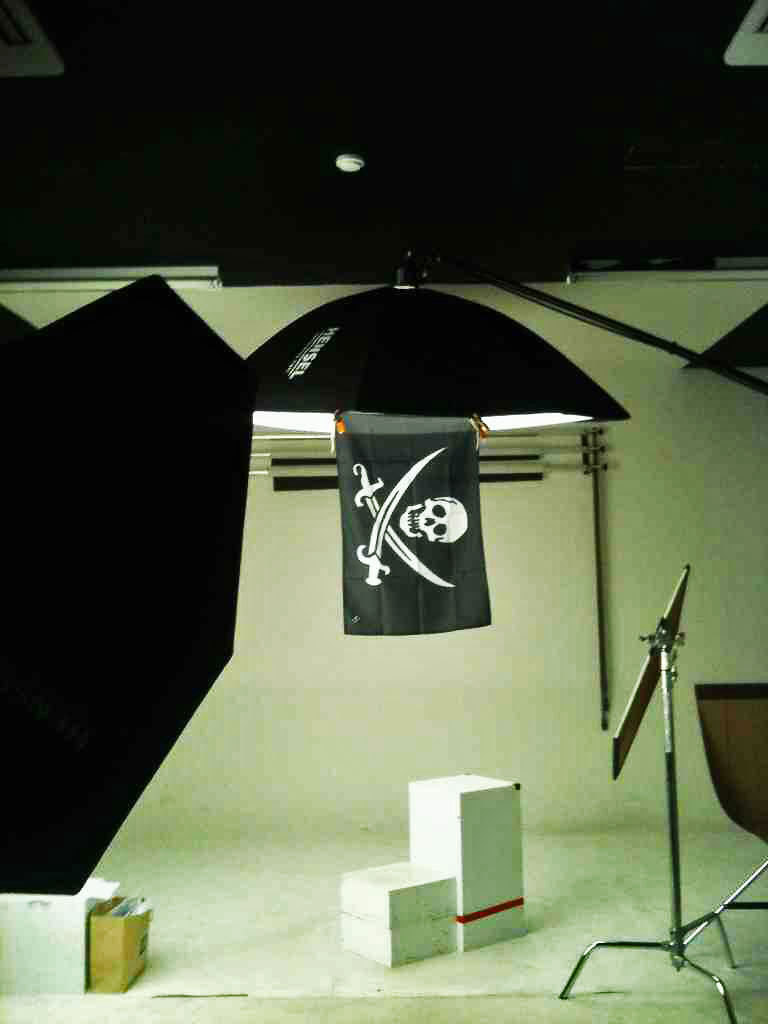thepirateflag:  Occupied  -원광대학교스튜디오 Wonkwang UNIV Studio  @익산,  Korea   Submitted by 김태성  Make your own Flag, visit  http://thepirateflag.tumblr.com
