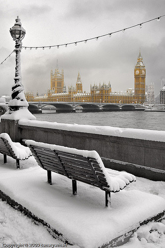 It's a snowy day in old London town (via The Bottom of the Ironing Basket: London Today….)