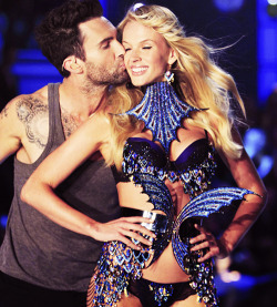 Anne Vyalitsyna and Adam Levine at the 2011 Victoria's Secret Fashion Show.