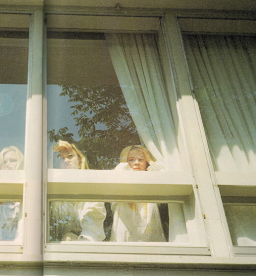 kirsten dunst, leslie hayman and chelse swain in the virgin suicides by sofia coppola