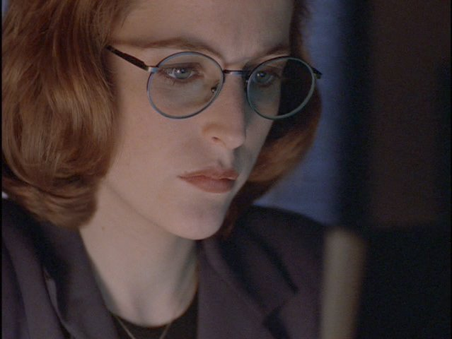 Season 3: Apocrypha 1996 Here Scully is sporting a rather fetching pair of rather round framed silver eyeglasses.