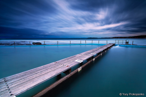 r0nald-weasl3y:  Narrabeen Pool by Night by -yury- on Flickr.