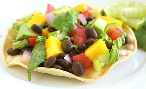 prettybalanced:  Black Bean and Mango Tostadas