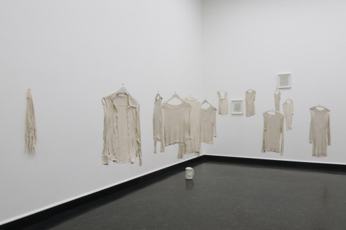 Kjersti Lunde: The Altered Object = New Manipulated Presence, 2008 - Installation, porcelain and stoneware (Photo: Bjarte Bjørkum, Khib)
