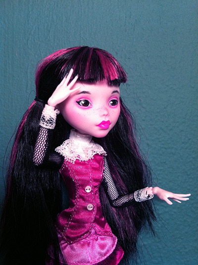 [image: Draculaura repaint, with almond-shaped dark eyes and pink lipstick with matching eyeshadow, dark freckles and eyebrows.] burymary:  I just finished my first repaint! :3 I'll probably try to take better pictures later when my hands are done having coffee spasms.