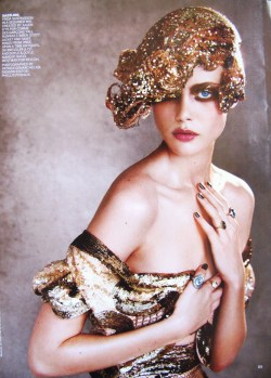 shemumbledsomething:  Frida Gustavsson photographed by Patrick Demarchelier for Vogue US Best Dressed 2011.
