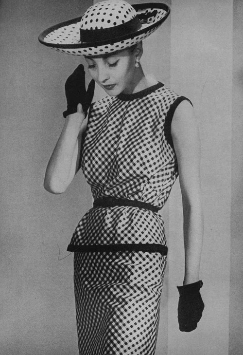 hollyhocksandtulips:  Photo by Louise Dahl-Wolfe for Harper's Bazaar, 1958