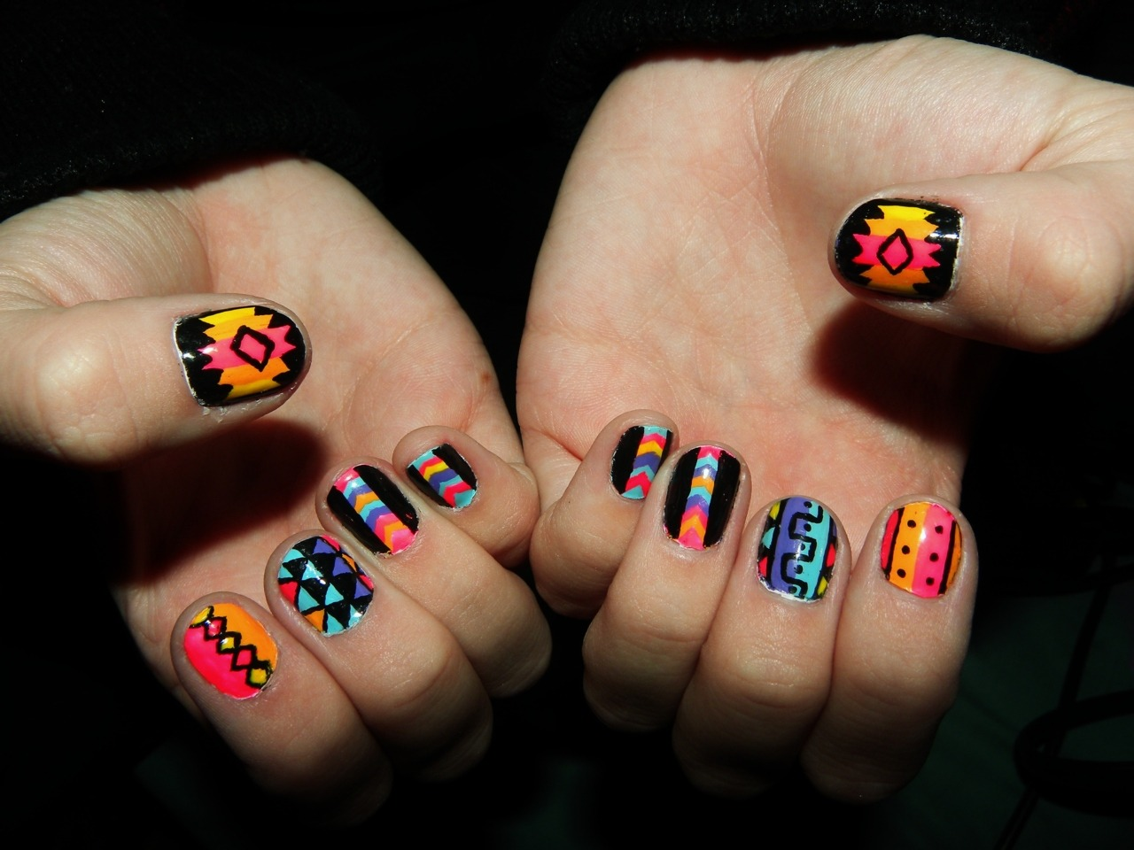 h0000t:  newest nails <3  Supa Nails inspired