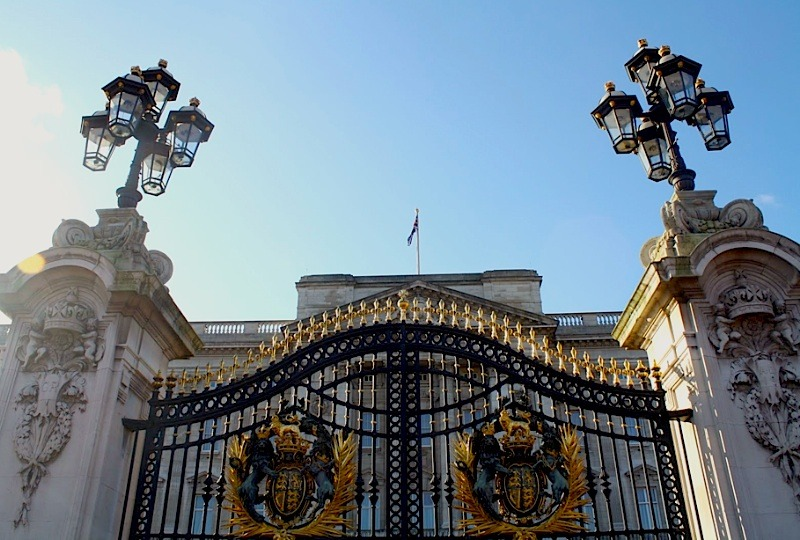 | ♕ |  Buckingham Palace gate  |  by © For Evan, Forever Ago  Oh my Gaudi! Thank you randomitus for your correction!I wonder why this photo was in the Paris collection… I feel like I'm a sister of Rick Perry. (If he has.)