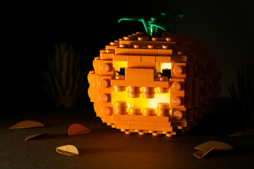 "brickbuilt:  Continuing my ""powerpig week"" Happy belated Halloween!   Really creative Halloween pumpkin ;-) I love LEO as well!"