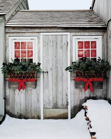 Decorating an outdoor entryway for Christmas (via Holidays / Christmas)