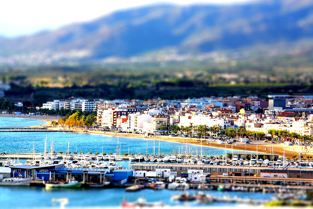 Tilt shift image of Barcelona's port. By GloryOfColor
