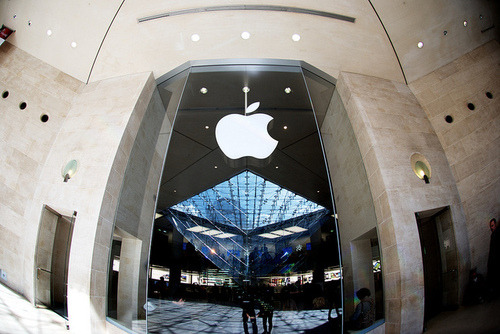 The Apple Store, Carroussel du Louvre, Paris.