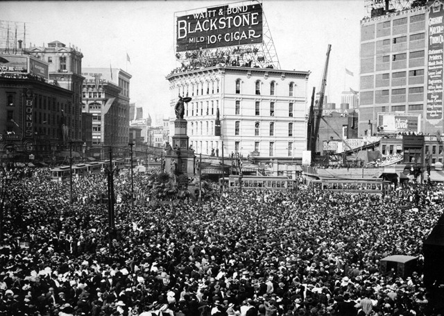 itsjohnsen:  Armistice Day, Campus Martius, Detroit. November 11, 1918.Detroit News Archive.
