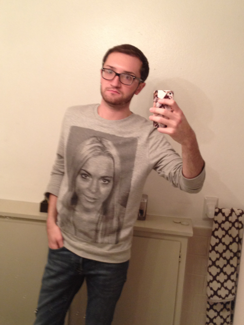 barebackcontessa:  Hipster Ryan is hipster in his Lohan sweater.  THE ULTIMATE SWEATER!