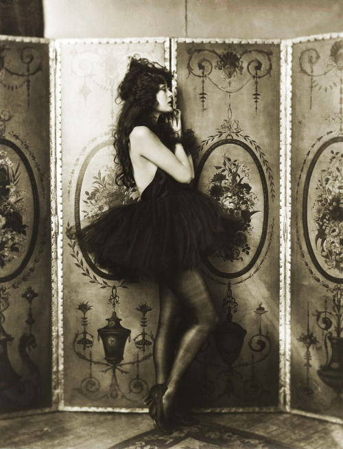 vintagegal:  Dolores Costello by Alfred Cheney Johnston c. 1923