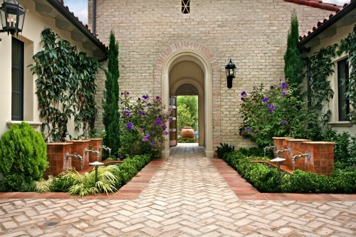 georgianadesign:  Stunning interior courtyard looking out front entrance. AMS Landscape Design Studios, Inc.