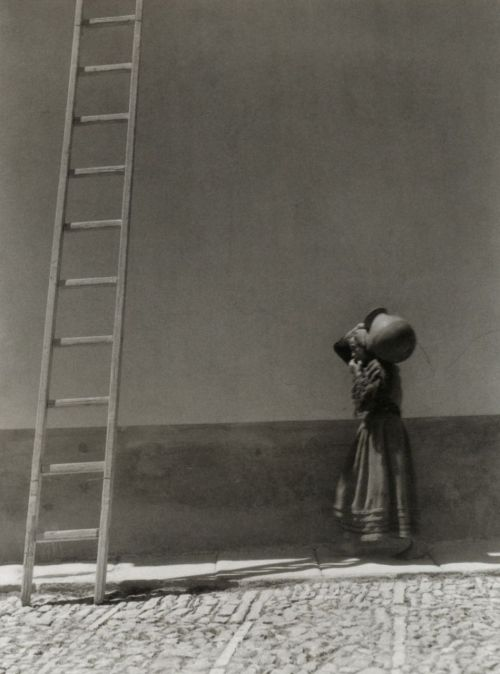 Manuel Álvarez Bravo Una escalera grande, 1930-32 (A tall ladder). From Manuel Álvarez Bravo: Photopoetry From liquidnight