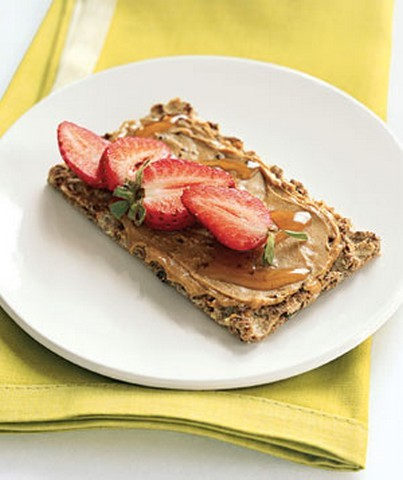 Cashew-Strawberry Crunch Think of this as a gourmet cook's PB & J. Spread 1 tablespoon of cashew butter on a slice of Ryvita Fruit Crunch. (Or substitute peanut butter and Triscuits.) Drizzle with ½ tablespoon honey and top with sliced strawberries. Health bonus: Nut butters are full of heart-healthy monounsaturated fats.