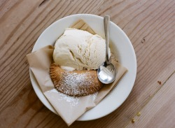 ROAD TRIP WITH HEIRLOOM-LA FRIED APPLE PIE AND VANILLA ICE CREAM AT THE FREEMONT DINER sonoma