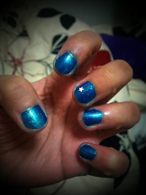 The stars on my fingertips :p d ako makatulog eh!  (Photo by jameni)