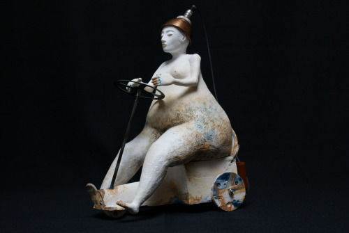 Els Wenselaers: Brain controlled vehicle, 2009, 19 x 35 x 26 cm, Ceramic, used materials