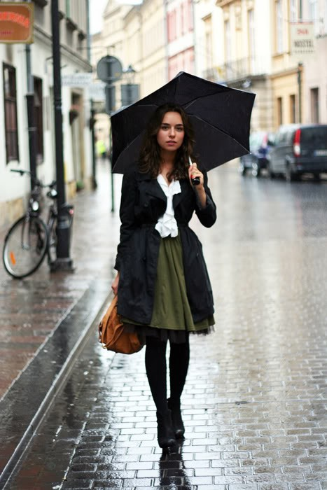 I wish I could look this put together in the rain, haha. (via pinterest)